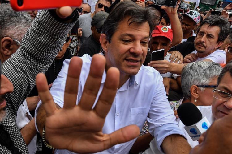 Candidato do PT não fez nenhum comentário direto sobre o vídeo feito pelo pedetista no sábado, 27 - Foto: Nelson Almeida l AFP