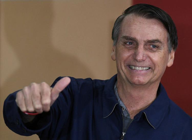 Bolsonaro também é preferido entre evangélicos (66% contra 24%), e tem mais intenção de votos entre católicos (48% contra 42%) - Foto: Mauro Pimentel | AFP