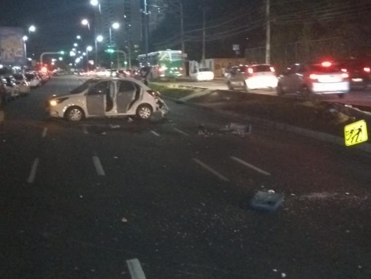 Suspeito que estava ao volante do veículo modelo KA, perdeu o controle e colidiu - Foto: Divulgação   SSP-BA