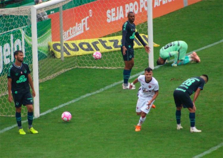 Lucas Fernandes abriu o placar diante da Chapecoense - Foto: Moysés Suzart | EC Vitória