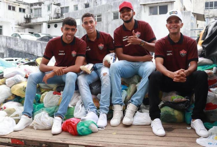 Lucas, Paulo Vítor, Rafael e Caíque entregaram donativos ao hospital - Foto: Divulgação