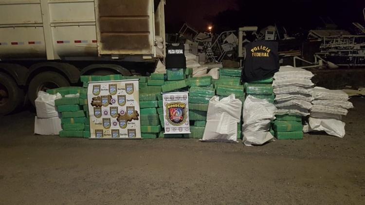 O motorista, preso em flagrante, afirmou que a droga seria entregue a um traficante em Feira - Foto: Divulgação | SSP