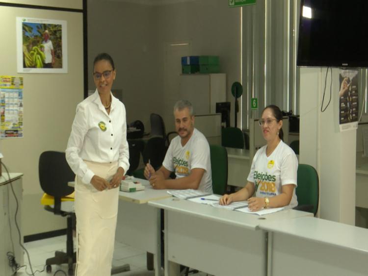 Candidata votou acompanhada do marido no Rio Branco - Foto: Wendell Land   Ag. A TARDE