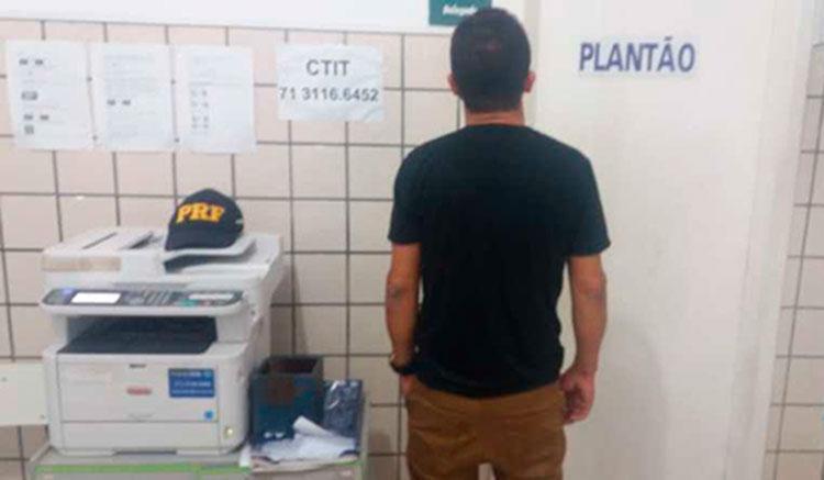 Um homem não identificado foi preso pela PRF por dirigir alcoolizado na BR-101 - Foto: Da Redação