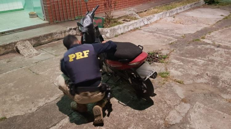 Roubo da motocicleta foi registrado em setembro de 2016 - Foto: Divulgação | PRF-BA