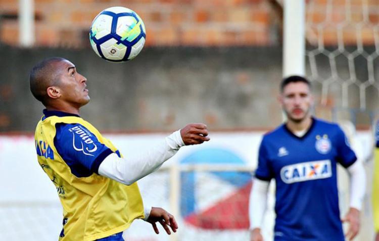 O lateral Nino Paraíba deve voltar ao time titular após suspensão - Foto: Felipe Oliveira l EC Bahia