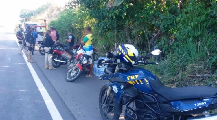 Agentes apreenderam 75 motocicletas que estavam irregulares