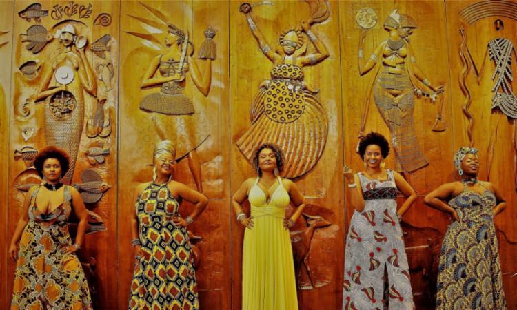 Peça traz quatro qualidades de Oxum, divindade ligada ao amor, ao encantamento e também guerreira e senhora da fecundidade - Foto: Adeloyá Magnoni | Divulgação
