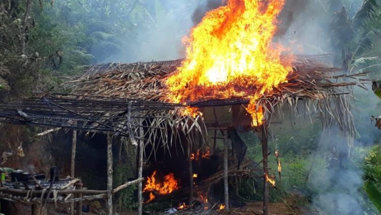 Droga foi queimada na cabana usada pelos criminosos