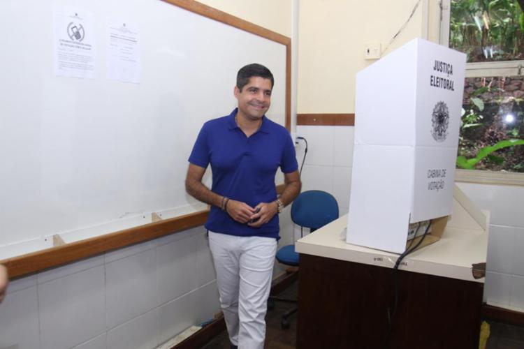 Prefeito votou em unidade da UFBA localizada no Vale do Canela - Foto: Tiago Caldas   Ag. A TARDE