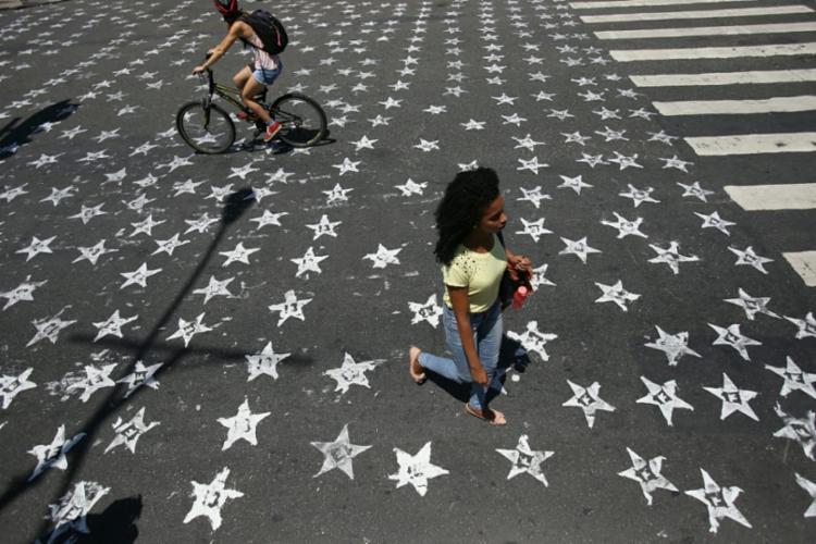 Asfalto foi pintado com a estrela e o número do PT - Foto: Raul Spinassé | Ag. A TARDE