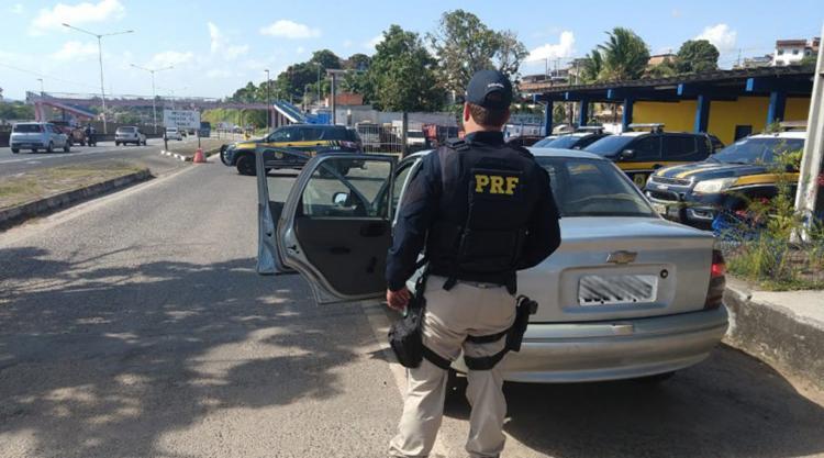 Um dos veículos recuperados, havia sido roubado há três dias - Foto: Divulgação | PRF