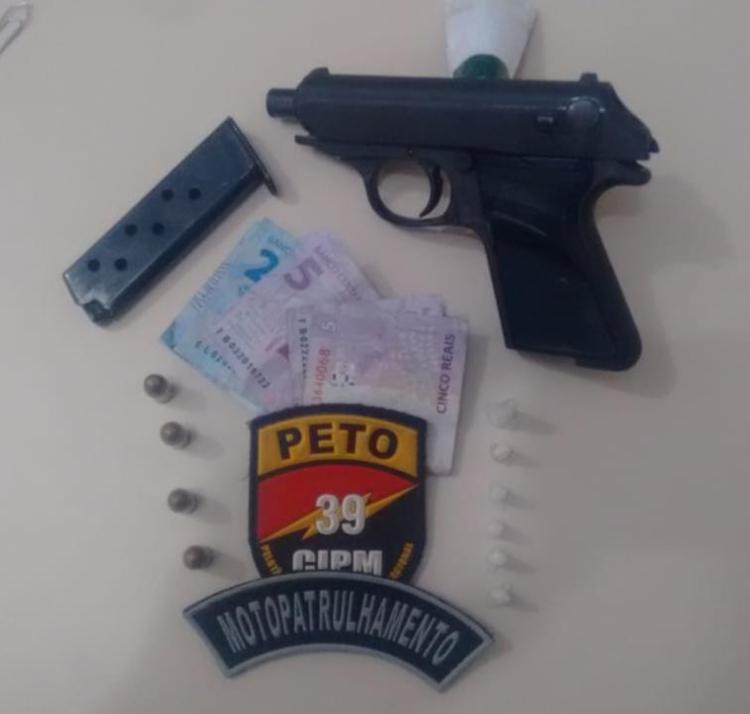 Pistola alemã, munições, carregador e droga estavam com o suspeito - Foto: Divulgação | SSP-BA
