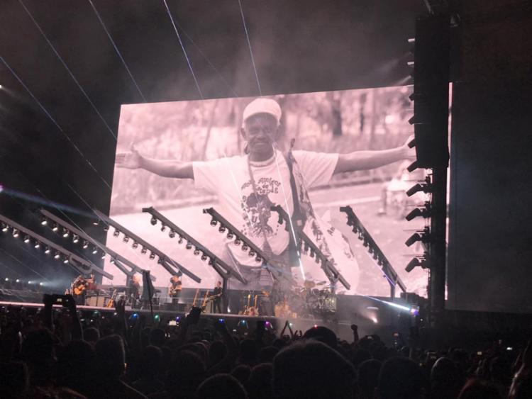 Homenagem ao capoeirista Moa do Katendê foi um dos pontos altos do show