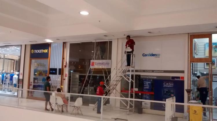 Tudo foi registrado por funcionários que se mostraram inconformados com água que estava caindo do teto - Foto: Divulgação