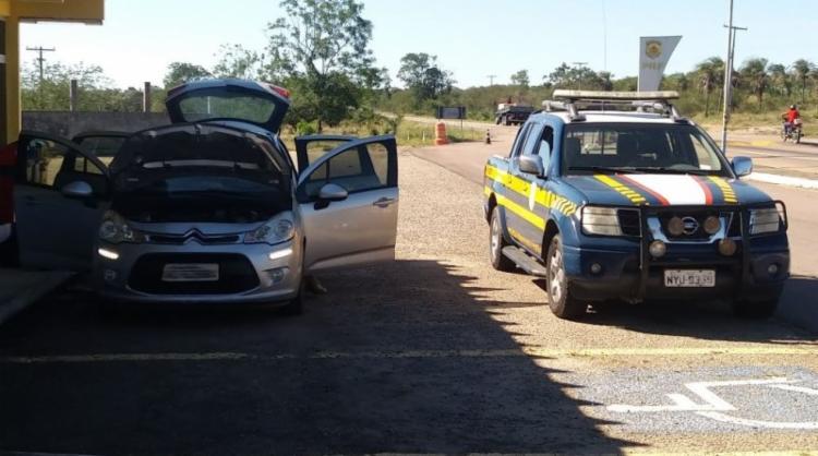Homem apresentou documento que permitia legalizar pendências referentes à liberação de um veículo - Foto: Divulgação | PRF