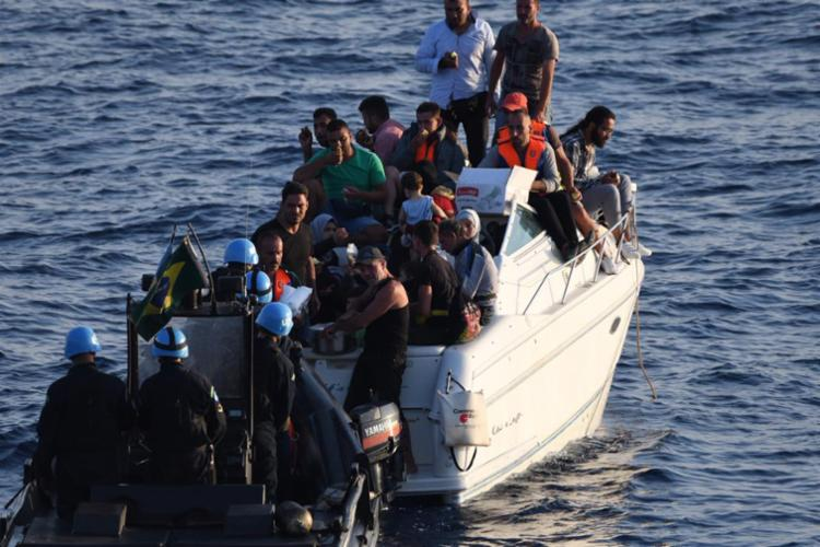 Grupo pretendia chegar à Ilha de Chipre, fugindo da guerra civil que já provocou 350 mil mortes - Foto: Reprodução | Twitter | @DefesaGovBr