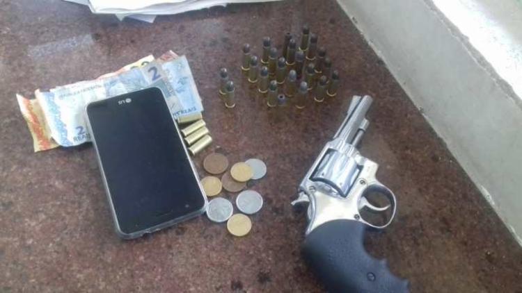 Materiais foram localizados na pochete do condutor durante a fiscalização - Foto: Divulgação | PRF-BA