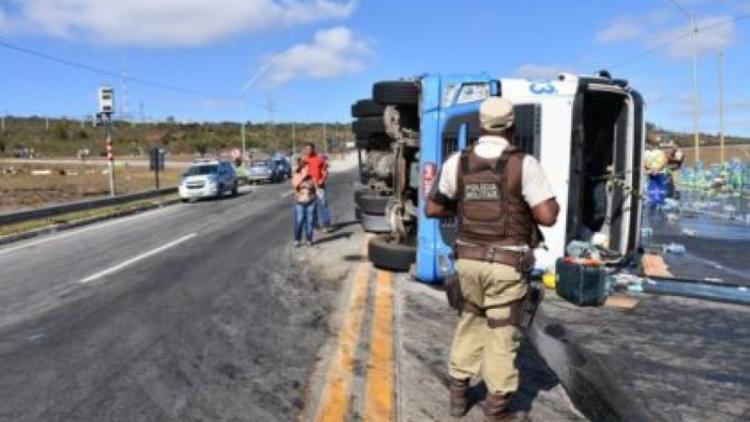 A polícia frustou o roubo a carga de refrigerante no Anel Viário Jadiel Vieira Matos - Foto: Reprodução|Blog do Anderson