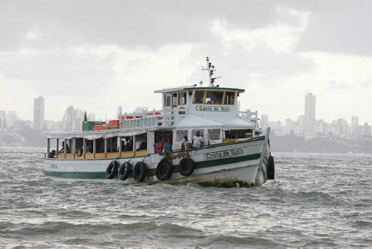 Oito embarcações fazem viagens a cada 30 minutos desde as 5h - Foto: Luciano Carcará / Ag. A Tarde