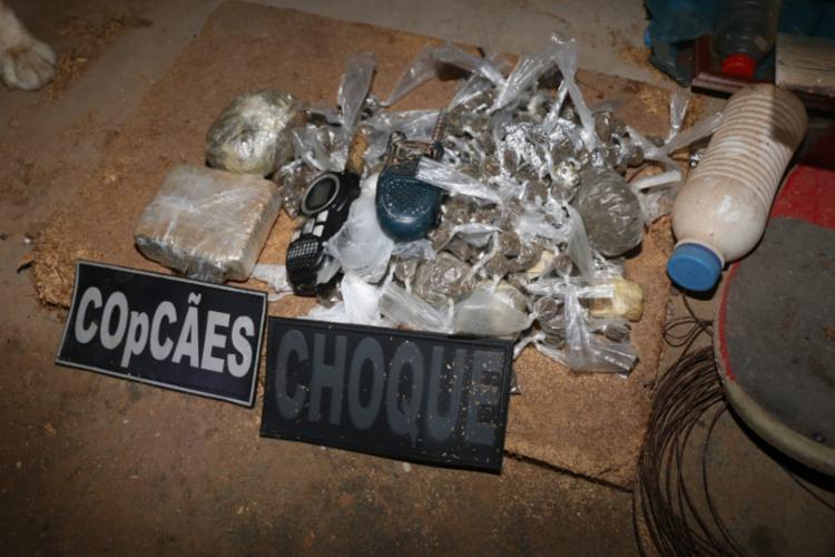 Foram apreendidos mais de 2 mil pedras de crack e dois quilos de maconha