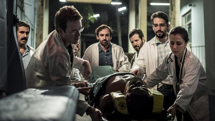 Médico Evandro (centro) terá pela frente novos desafios - e inimigos ocultos - Foto: Reprodução | TV Globo