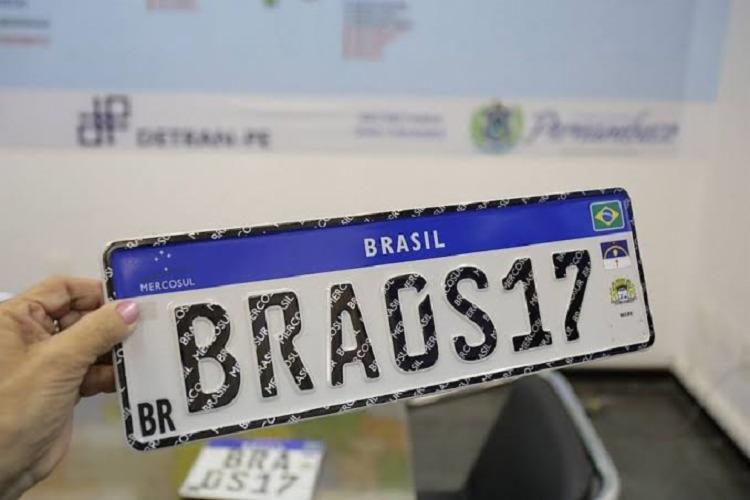 A adoção será válida a partir de dezembro e também será obrigatória para automóveis danificados ou com transferências - Foto: Divulgação