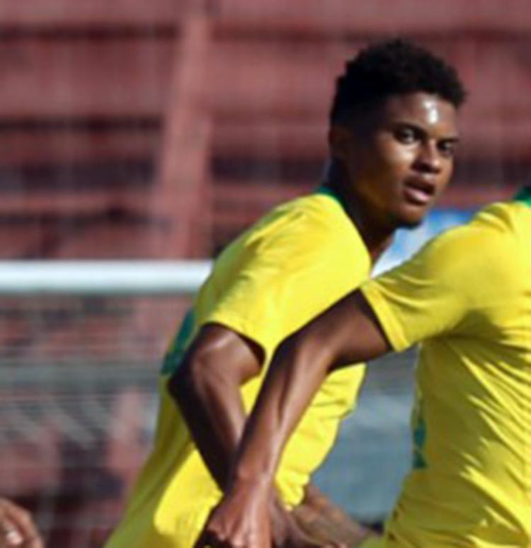 Lucas foi titular no empate por 2 a 2 da Seleção contra o Chile