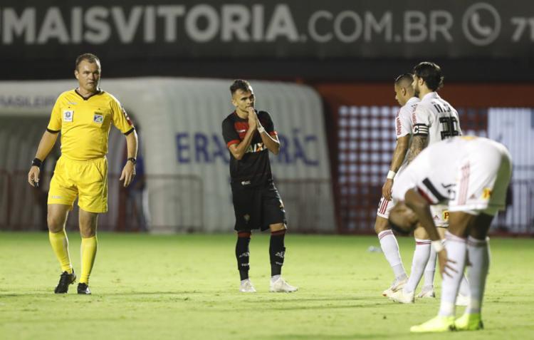 Leão voltou a falhar e decepcionou a torcida no Barradão - Foto: Adilton Venegeroles l Ag. A TARDE