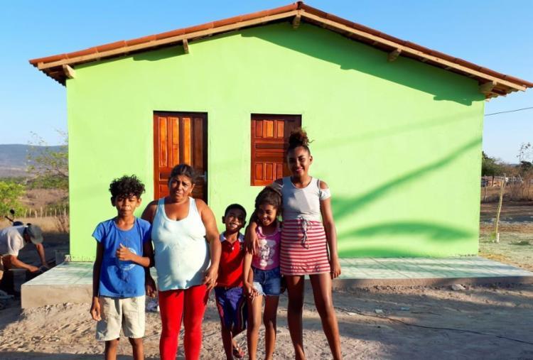 Família carente de Ruy Barbosa ganha casa a partir de vaquinha virtual