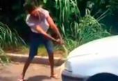 Homem surta e destrói o próprio carro após ser parado em blitz | Foto: Reprodução