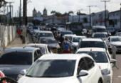 Motoristas enfrentam espera de 1h30 para embarcar no ferryboat | Foto: Raul Spinassé | Ag. A TARDE