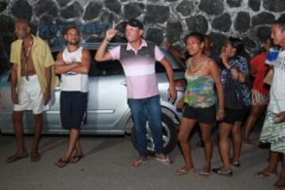 Galera se revoltou com o crime e ameaçou linchar o casal - Tiago Caldas/Ag. A Tarde