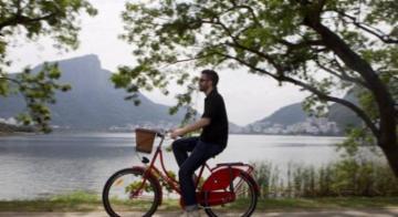 Adultos aprendem a andar de bike - Divulgação