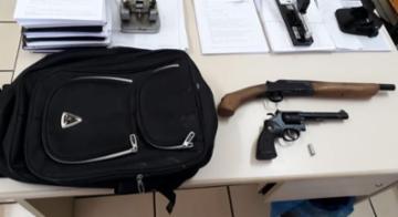 Armas do suspeito foram apreendidas pela Polícia Civil de São Roque - Polícia Civil/Divulgação