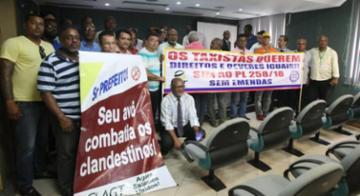 Grupo de taxistas luta por garantia das condições de trabalho na capital - Luciano da Matta