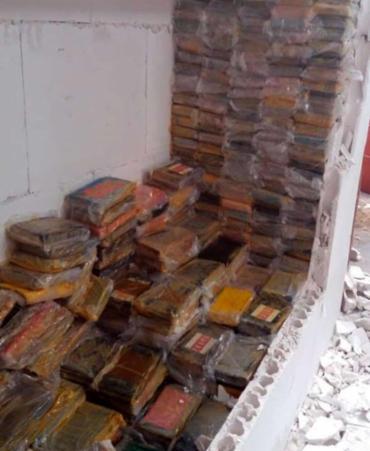 Droga estava escondida em uma parede falsa - Foto: Divulgação | PF