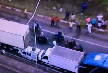 Engavetamento envolvendo cinco veículos deixa trânsito lento na BR-324 | Reprodução | TV Record