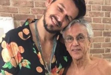 Caetano Veloso perde 10 quilos e posa de cueca com galã | Divulgação