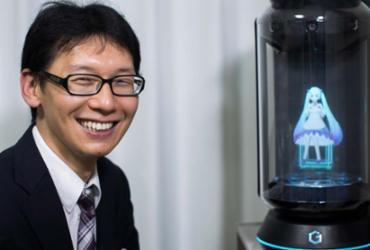 Japonês gasta 17.600 dólares para se 'casar' com um holograma | Behrouz Mehri | AFP