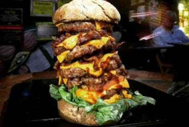 Desafio Master Blaster: Hamburgueria desafia clientes a comer hambúrguer de 1kg   Divulgação   Redes Sociais