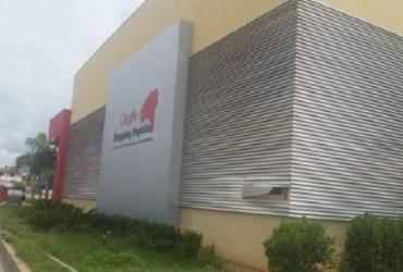 Homens invadem shopping e roubam cofre de um correspondente bancário   Divulgação