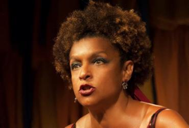 Espetáculo de Elisa Lucinda é adiado após atriz sofrer lesão | Divulgação