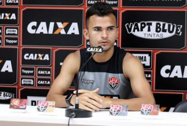 Sem Léo Ceará, Fernandes destaca não ter preferência de centroavante   Maurícia da Matta   EC Vitória