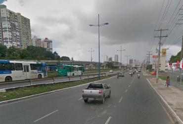 Engavetamento com quatro veículos causa lentidão na avenida ACM   Reprodução   Google Street View
