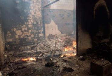 Incêndio atinge prédio de empresa de transporte de valores em Eunápolis | Reprodução | Site Radar 64