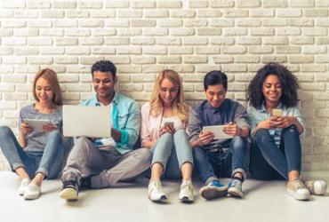 Pesquisa mostra que conversa cara a cara não é prioridade entre os jovens