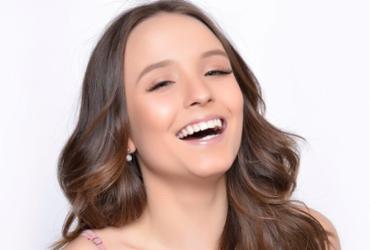Larissa Manoela assina contrato com Netflix e comemora nas redes sociais |