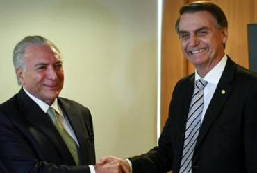 Bolsonaro diz que Temer está tratando da saída de médicos cubanos   Evaristo Sá   AFP