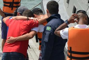 Trio é resgatado após se perder fazendo stand up paddle na Barra | Shirley Stolze | Ag. A TARDE